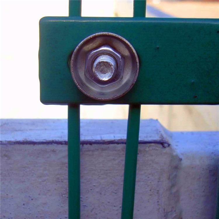 厂家直销 双边丝护栏网 果园围墙铁丝护栏网 园艺隔离护栏网