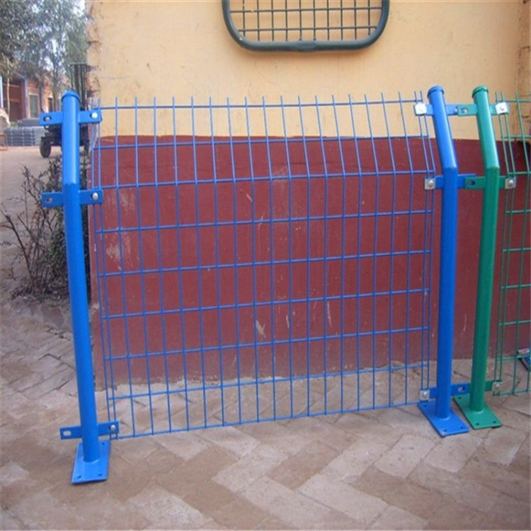 双边丝护栏网 钢丝铁丝防护网 高速公路围栏隔离栅厂家