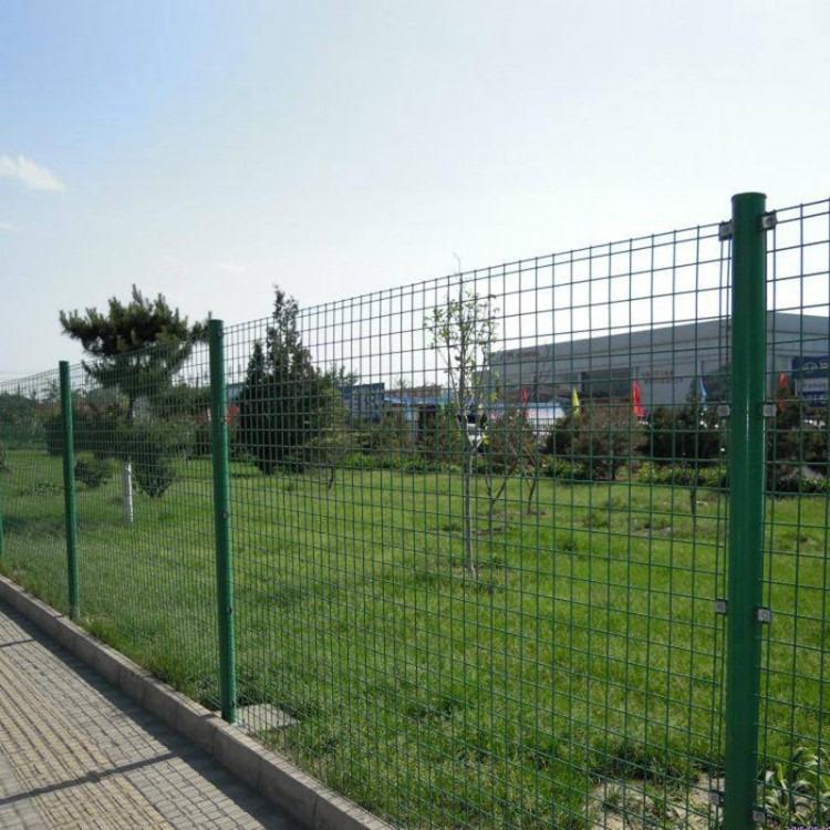 现货供应双边丝护栏网 圈地铁丝网 家用围墙防护网 绿色养殖围网
