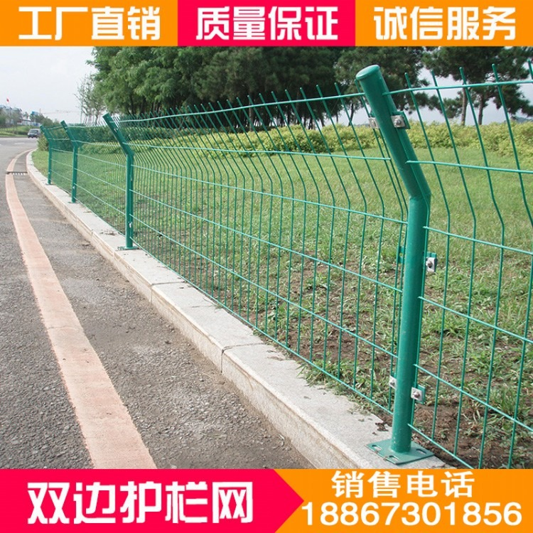 边框波浪形护栏网|公路边护栏防护网|桃形立柱护栏网西安厂家批发