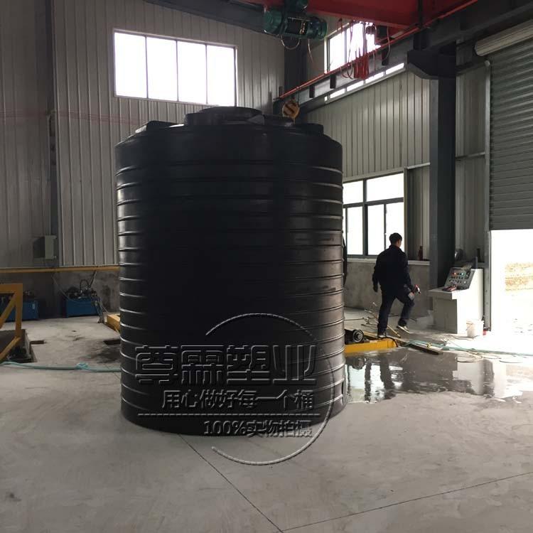 10吨塑料水箱的工艺特点