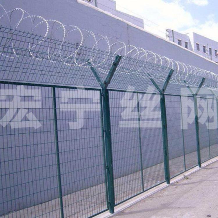 带刺铁丝护栏网 螺旋型交叉护栏网 监狱护栏 刀片刺绳防护网 Y型安全防御护网 价格