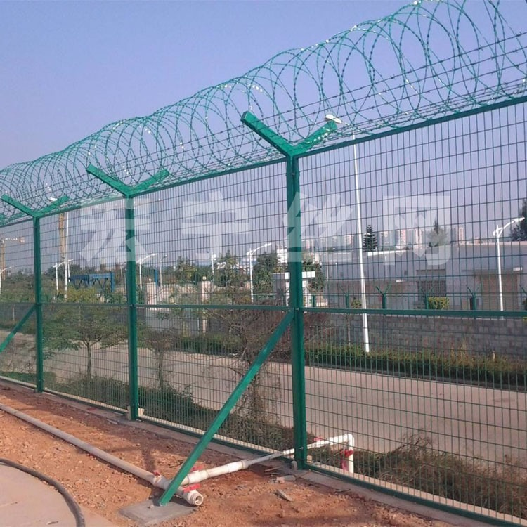 带刺铁丝护栏网 刀片刺绳监狱护栏网 涂塑监狱护栏网 机场护栏网 报价