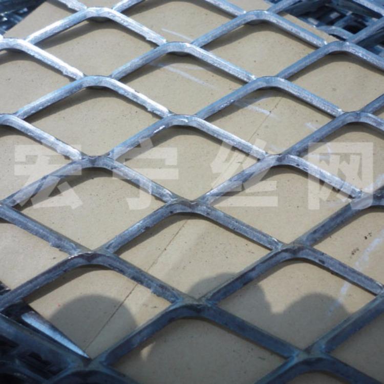 浸塑钢板网 菱形钢板网 中型钢板网 钢板网片 直销