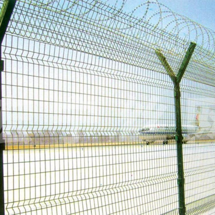 带刺铁丝护栏网 螺旋型交叉护栏网 刀片刺绳防护网 军事基地护栏网 直销