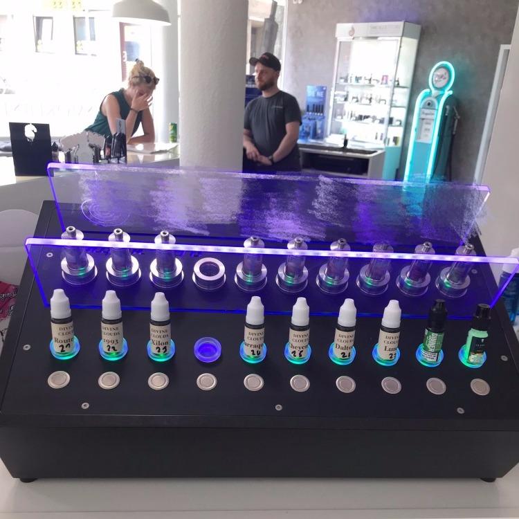 广东东莞全自动科技智能型电子烟油展示架