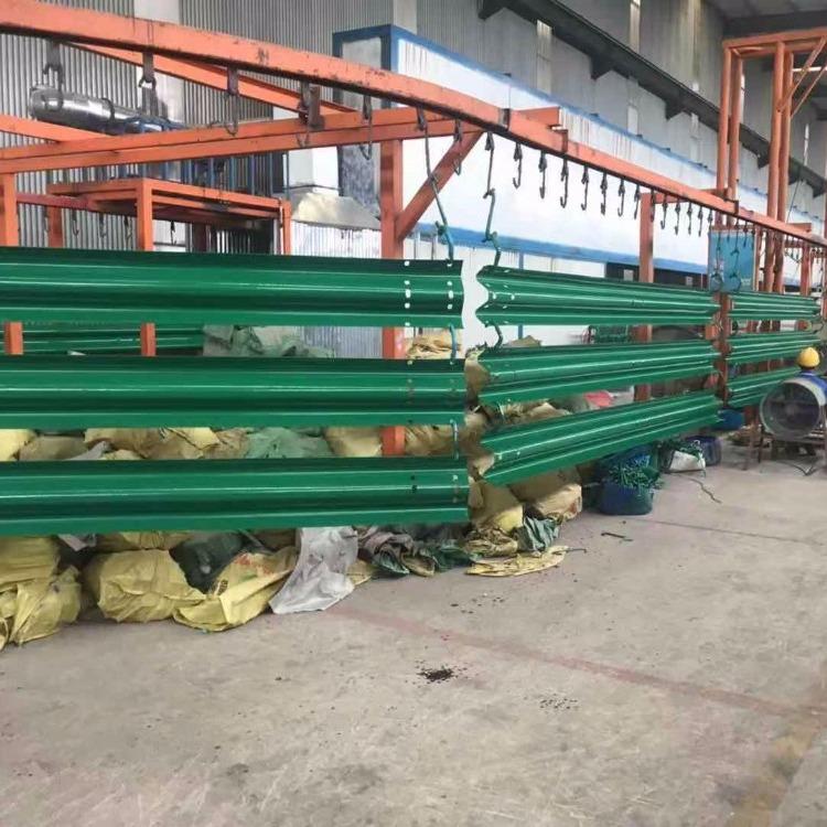 绿色波形护栏板 护栏板6029 高速护栏板 喷塑镀锌护栏板  波形防撞护栏板