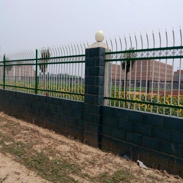 江苏连云港市护栏厂家直销锌钢喷塑围墙护栏  钢管弯枪尖护栏