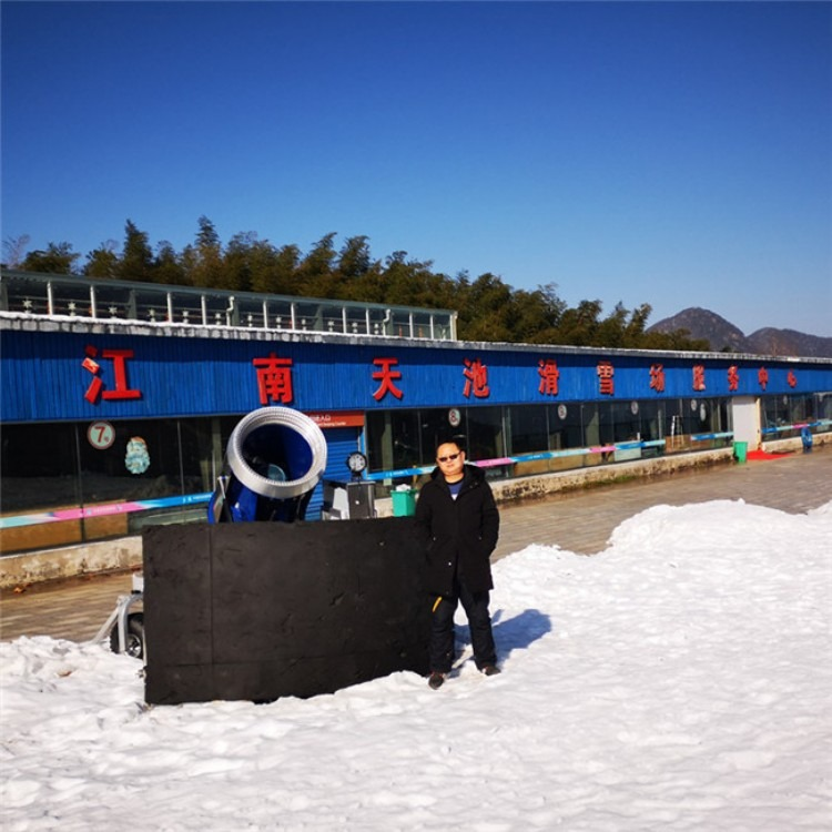 安阳产生质量细腻雪粒诺泰克人工炮式造雪机厂家