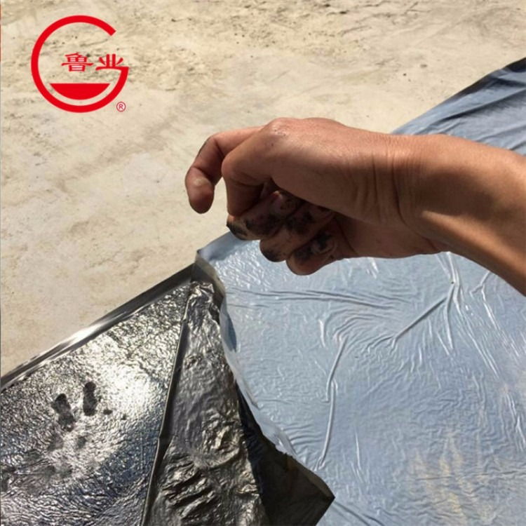 鲁业牌 自粘聚合物改性沥青防水卷材生产厂家  具有极强的粘合力 使用寿命长 施工简单
