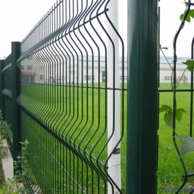 鑫乐源桃形柱护栏网生产厂家 直销景区防护围栏网 折弯铁丝网  小区围栏 厂区护栏网  公路隔离护栏  三角湾护栏