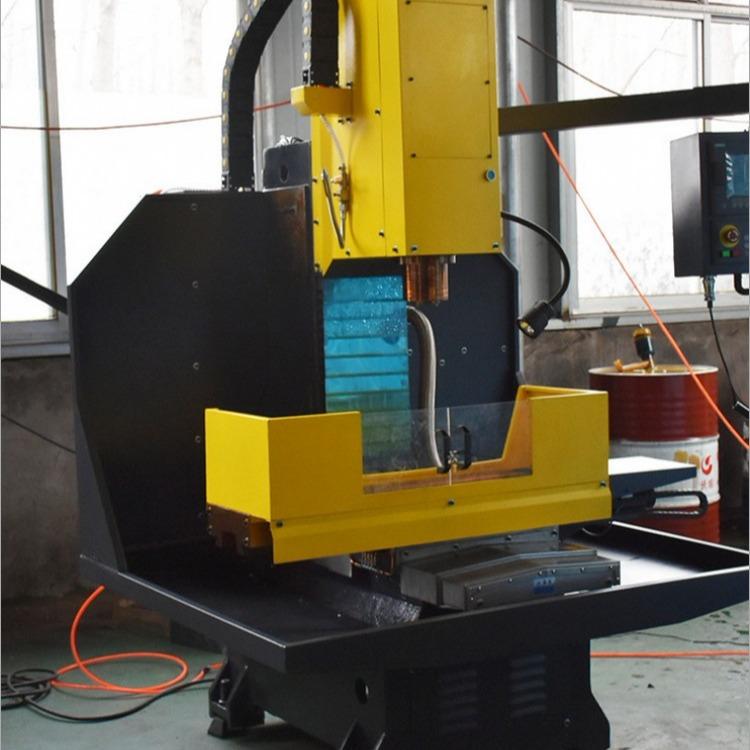 厂家现货供应各种型号数控铣床 xk7124标配广数铣床 系统6000转BT40主轴机床