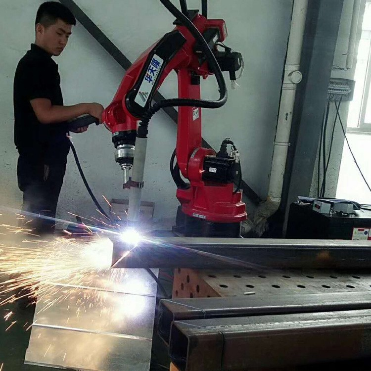 自动焊接机器人,