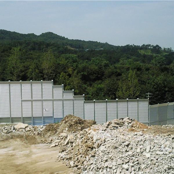 山东济宁高速公路声屏障 室外金属隔音板 临时彩钢泡沫声屏障 空调外机隔音墙