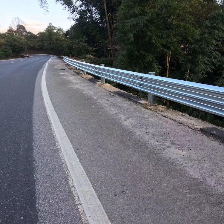 临夏三波护栏板 高速路护栏 乡村公路护栏