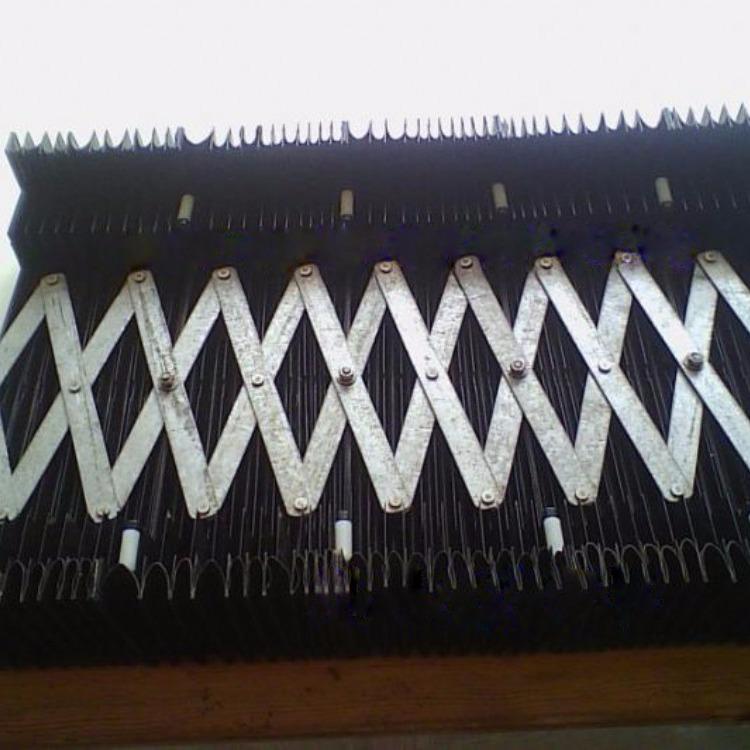 剪刀式防尘导轨防护罩    剪刀口机床防护罩