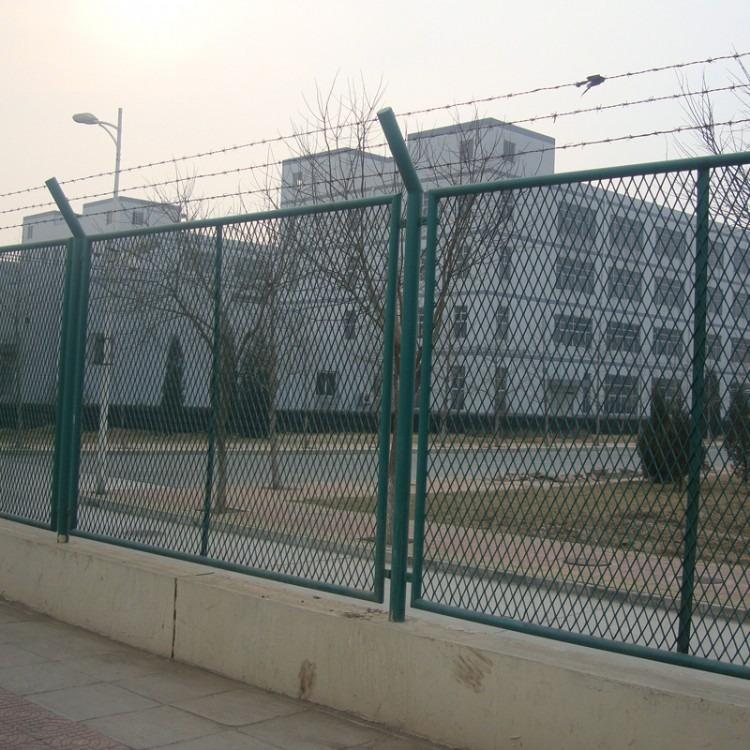 菱形围栏铁丝网-菱形镀锌护栏钢网-菱形孔护栏网
