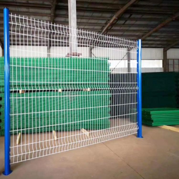 桃形立柱护栏网 三角折弯护栏网 小区体育场仓库车间隔离围栏网