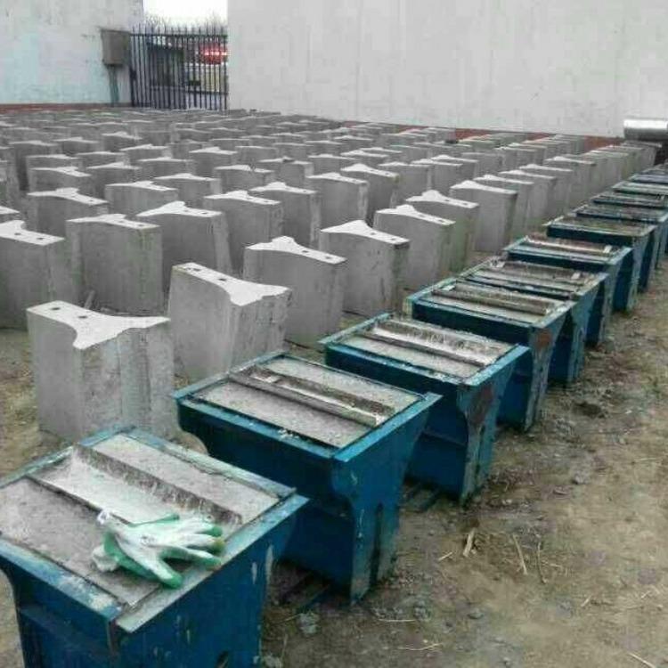 水泥隔离墩钢模具生产工艺 方瑞隔离带模具加工技术