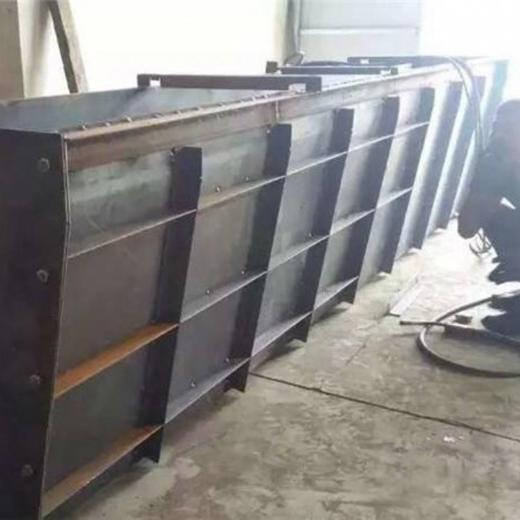 特价出售  水泥隔离墩钢模具 中央防撞隔离墩铁模具 方瑞模具制造