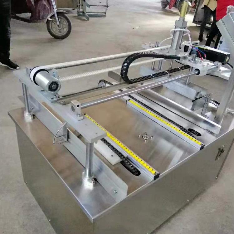 蛋黄酥月饼自能刷蛋设备 月饼坊用自动刷蛋机