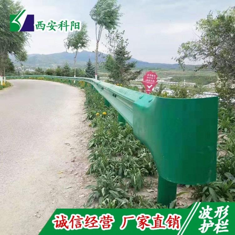 乡村波形护栏 甘肃波形护栏厂家销售 绿色喷塑防撞隔离护栏现货包安装