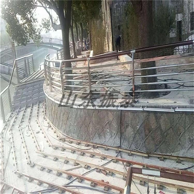 不锈钢板立柱价格合理 河道护栏专业定制