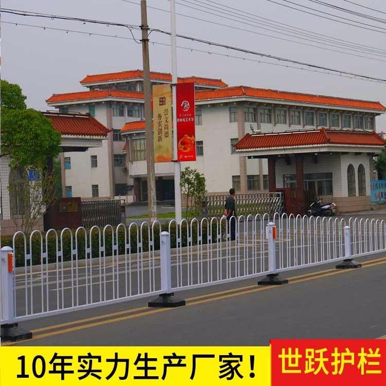 甘肃交通隔离护栏公司 甘肃道路护栏交通护栏 世跃漯河哪儿有卖交通护栏的